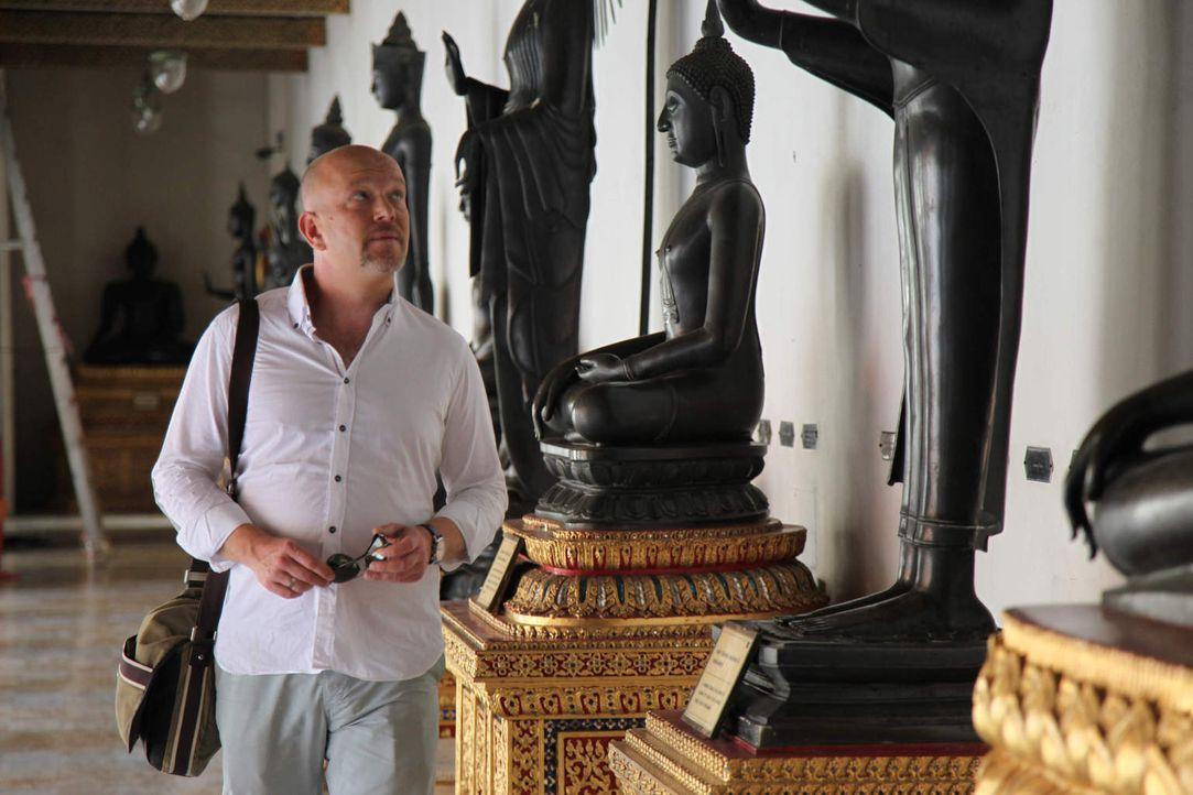 """Für """"Achtung Abzocke - Urlaubsbetrügern auf der Spur"""" ist Peter Giesel in Thailand unterwegs ... - Bildquelle: kabel eins"""