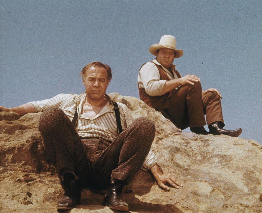 Waldo (George Kennedy, l.) ist des Lebens überdrüssig, doch Hoss (Dan Blocker, r.) kann ihn in letzter Sekunde davon abhalten, eine Dummheit zu mach... - Bildquelle: Paramount Pictures