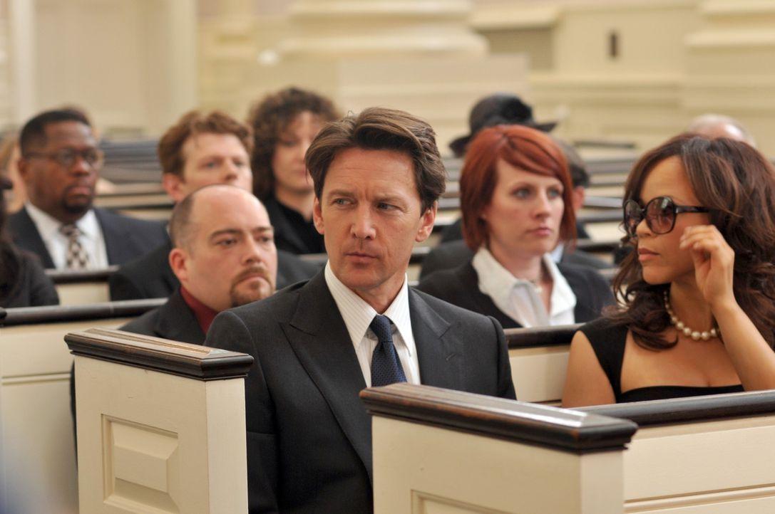 Versucht Alles, um Victory zurückzugewinnen: Joe (Andrew McCarthy, vorne l.) ... - Bildquelle: NBC, Inc.