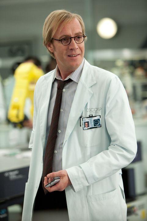 Kaum hat Dr. Curt Connors (Rhys Ifans) die neue Formel von Peter erhalten, da startet er auch schon einen gefährlichen Selbstversuch: Er injiziert s... - Bildquelle: Jaimie Trueblood 2012 Columbia Pictures Industries, Inc.  All Rights Reserved.