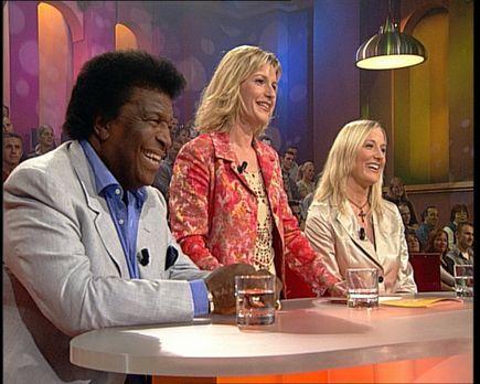 CLEVER - Die Show, die Wissen schafft - Schlagersänger Roberto Blanco (l.) un...