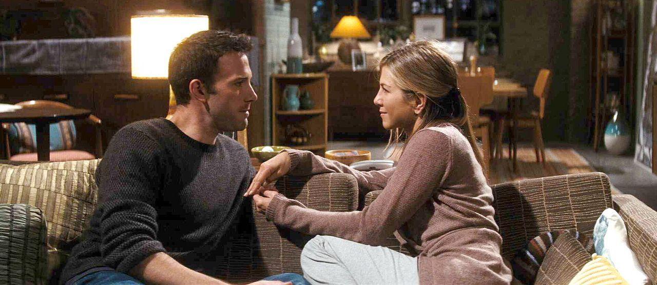 Neil (Ben Affleck, l.), der seit sieben Jahren mit seiner Freundin Beth (Jennifer Aniston, r.) zusammenlebt, ohne ihr die alles entscheidende Frage... - Bildquelle: Warner Brother