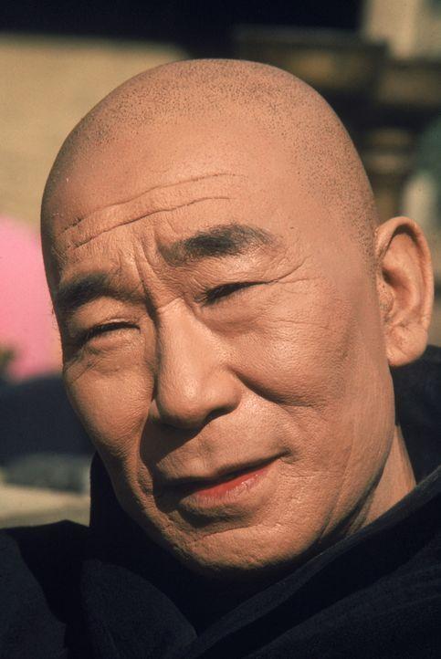 Einst war er der Lehrer des Kung-Fu Kämpfers Kwai Chang Caine. Doch dann wird er ermordet: Meister Po (Keye Luke) ... - Bildquelle: Warner Bros.
