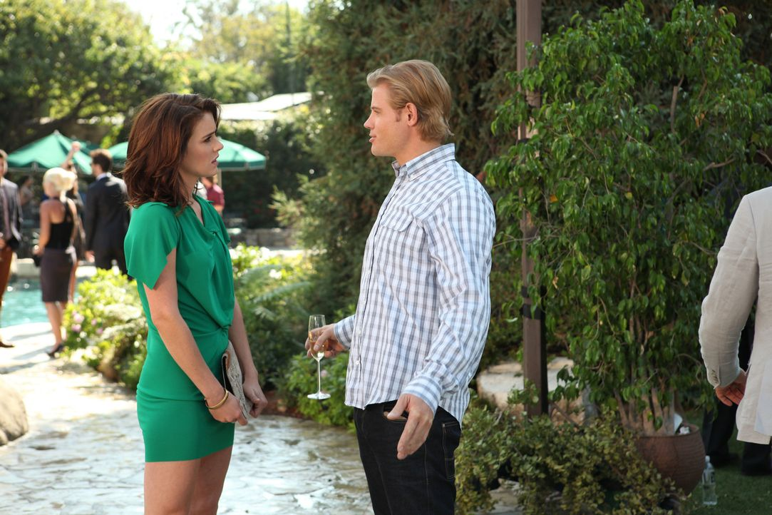 Teddy (Trevor Donovan, r.) hat mit Shane Schluss gemacht weil er Angst hat sich zu binden. Silver (Jessica Stroup , l.) bestärkt ihn, es doch zu ve... - Bildquelle: 2012 The CW Network. All Rights Reserved.