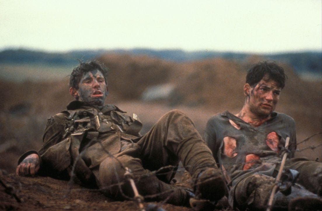 Von der Schulbank in den Ersten Weltkrieg: Charlie Shakespeare (Jamie Bell, l.) und Friedrich (Torben Liebrecht, r.) ... - Bildquelle: F.A.M.E. AG