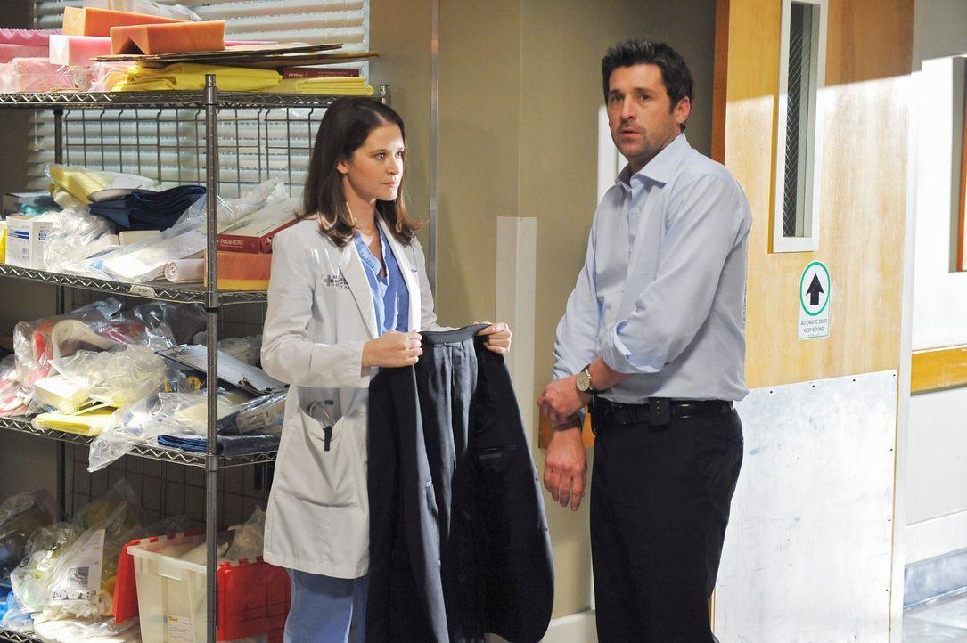 Die kürzlich von Derek (Patrick Dempsey, r.) wieder eingestellte April (Sarah Drew, l.) fungiert für ihn als eine Art Sekretärin. Obwohl Derek sich... - Bildquelle: Touchstone Television