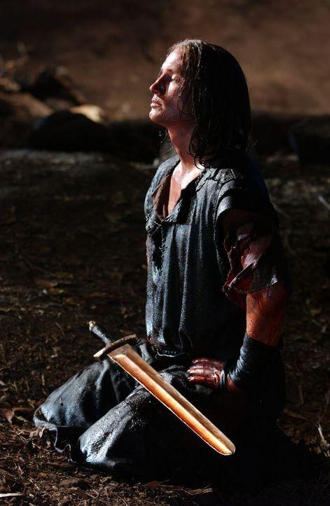 Siegfried (Benno Fürmann) hat mit seinem magischen Schwert Balmung den scheinbar unbesiegbaren Drachen Fafnir getötet. - Bildquelle: Tandem Communication/VIP Med Sat.1