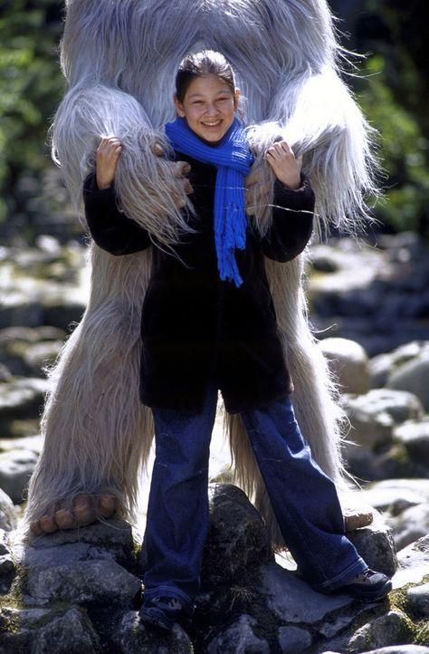 In dem Yeti findet Charlie (Ines Nieri) einen echten Freund ... - Bildquelle: Leslie Haslam ProSieben