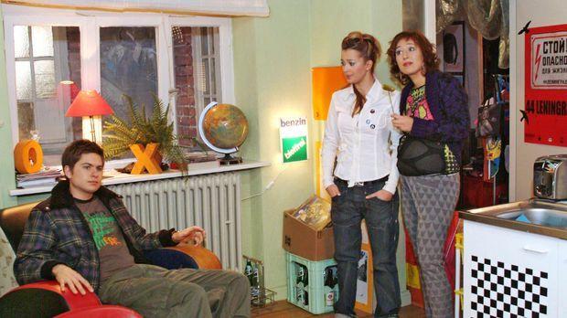Timo (Matthias Dietrich, l.), Hannah (Laura Osswald, M.) und Yvonne (Bärbel S...