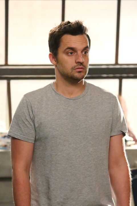 Muss sich Nick (Jake Johnson) Sorgen wegen der Hintergrunduntersuchung im Zuge von Winstons Ausbildung machen? - Bildquelle: 2014 Twentieth Century Fox Film Corporation. All rights reserved.