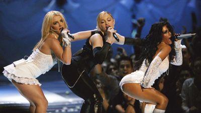 Madonna mit Britney Spears und Christina Aguilera - Bildquelle: getty - AFP
