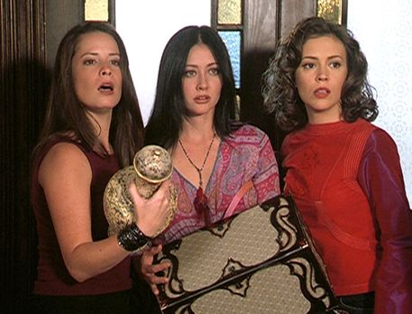 Charmed - Zauberhafte Hexen - (v.l.n.r.) Piper (Holly Marie Combs), Prue (Sha...