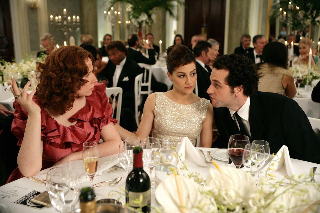 Unentwegt schmiedet Jacks (Brittany Murphy, M.) Pläne, um für Peter (Matthew Rhys, r.) einen passenden neuen Partner aufzutreiben, auch wenn diese... - Bildquelle: Chris Raphael 2007 EUROPACORP - SKYLINE (LoD) LIMITED