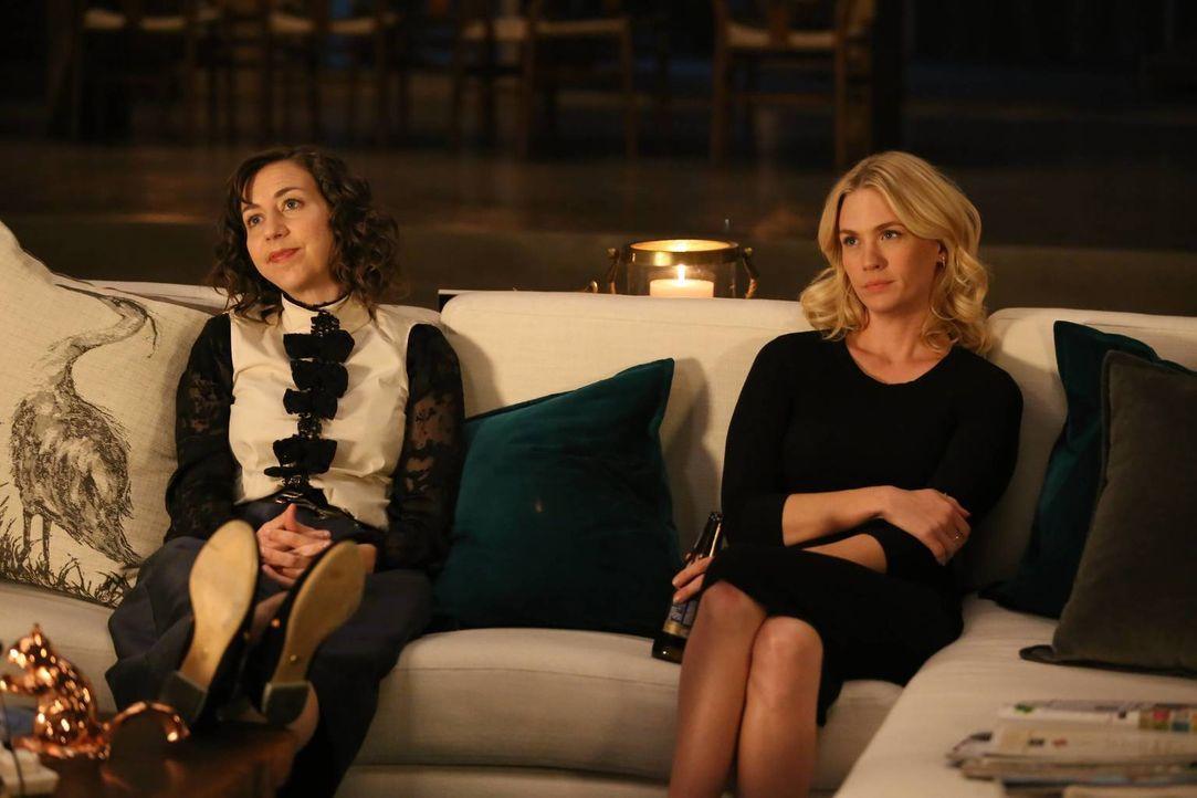 Nachdem Carol (Kristen Schaal, l.) von Tandy von der Beziehung zwischen Gail und Todd erfahren hat, soll sie das Geheimnis für sich behalten. Kann C... - Bildquelle: 2015-2016 Fox and its related entities.  All rights reserved.