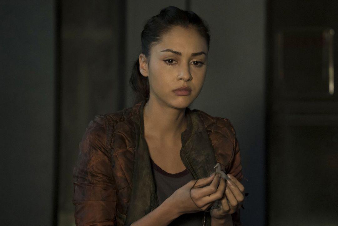 Was wird Raven (Lindsey Morgan) tun, nachdem ihr bewusst wird, was Alie wirklich mit ihrem Verstand macht? - Bildquelle: 2014 Warner Brothers
