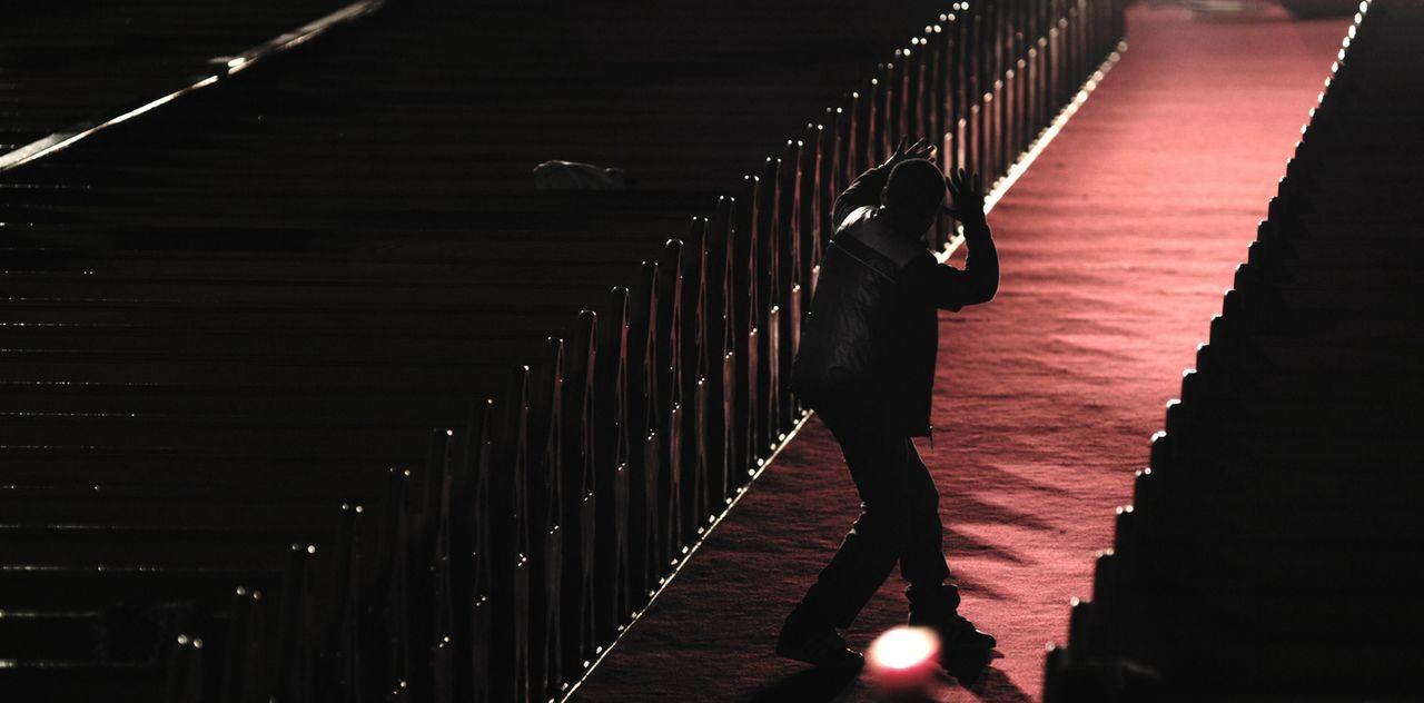 Auf der Suche nach seiner Mutter begibt sich James (Jacob Latimore) in eine Gefahr, aus der er ohne Hilfe nicht mehr heraus kommt ... - Bildquelle: Koch Media GmbH