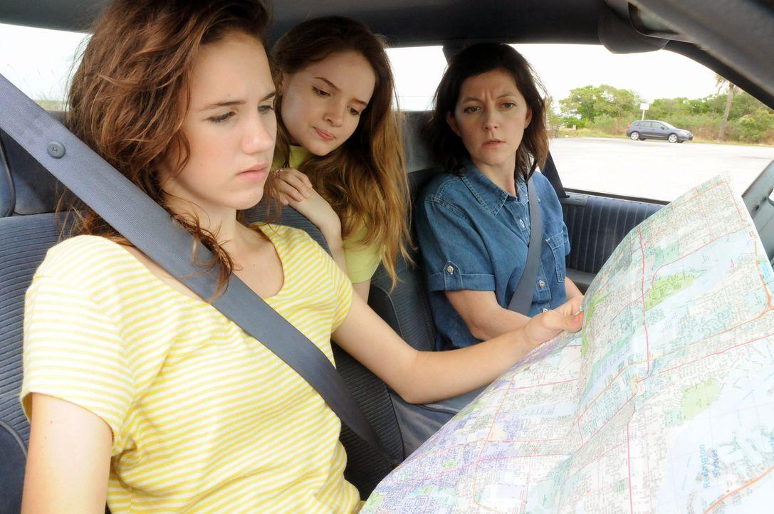Urlaub ohne Rückkehr: Als Joan Rogers (r.) und ihre beiden Töchter Christie (l.) und Michelle (M.) zu ihrem Trip nach Florida aufbrechen, ahnen sie... - Bildquelle: Robert Crum Cineflix 2013