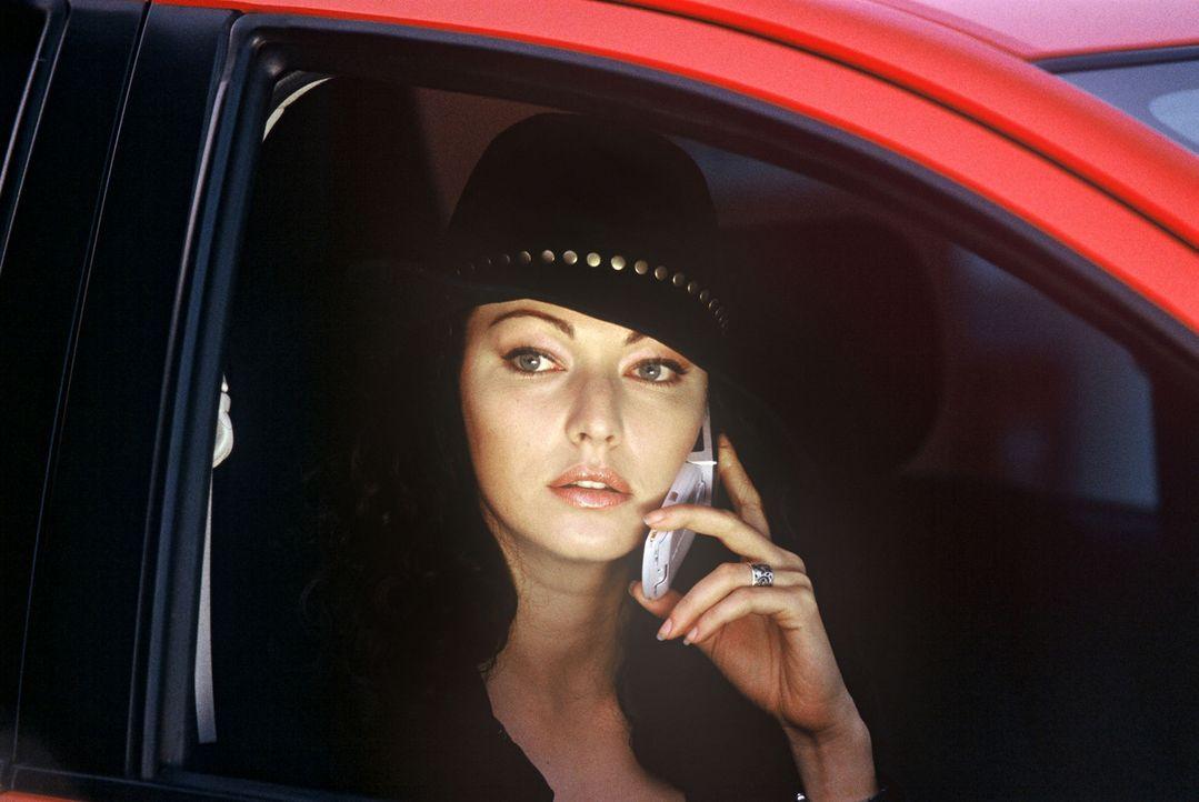 Jewel (Juliette Marquis) hat eigene Pläne ... - Bildquelle: 2005 Sony Pictures Home Entertainment Inc. All Rights Reserved.