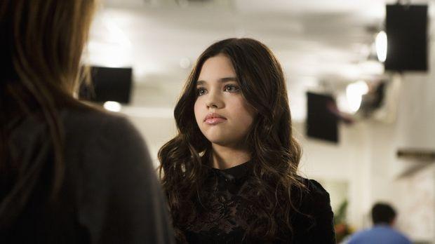 Amy (Shailene Woodley, l.) bemerkt gleich, dass Ashley (India Eisley, r.) etw...