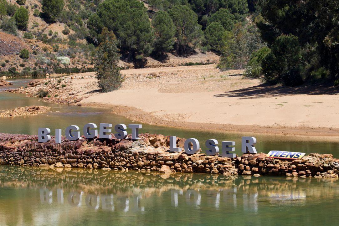 Die nächste Challenge findet an einem Fluss statt. Die Kids müssen gemeinsam ein Floß bauen ... - Bildquelle: Enrique Cano SAT.1