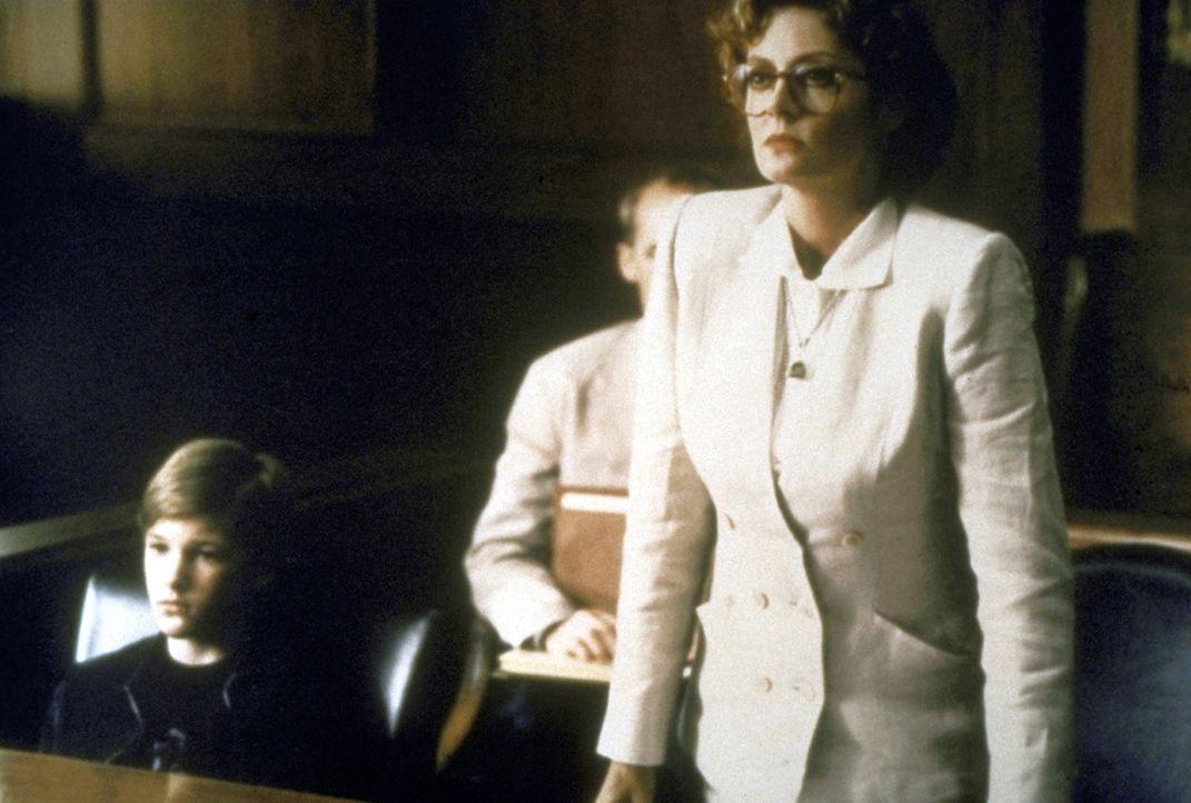 Sowohl die Mafia als auch die Staatsanwaltschaft ist hinter dem kleinen Zeugen Mark (Brad Renfro, l.) her. Anwältin Reggie Love (Susan Sarandon, r.... - Bildquelle: Warner Bros.