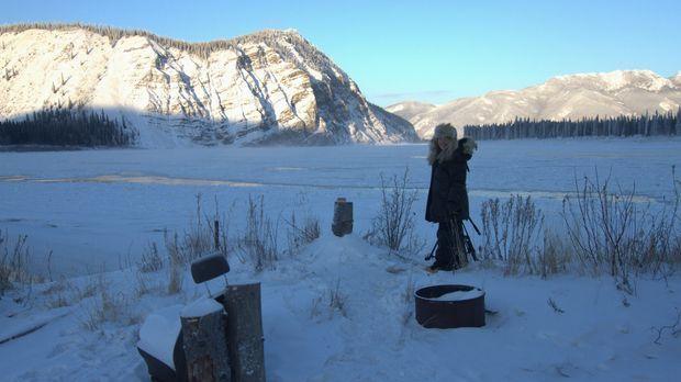 Kate Rourke-Bassich vor ihrem Haus in Eagle, Alaska. © BBC Worldwide 2012
