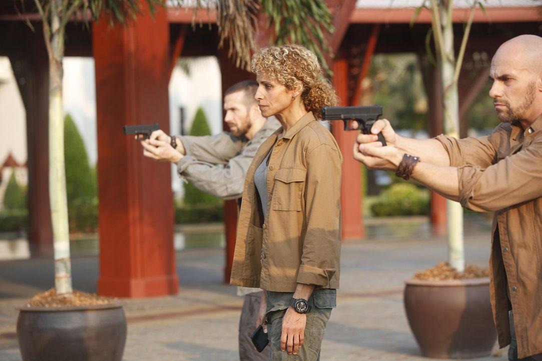 Nur anfangs läuft es in Bangkok ziemlich gut für Shepherd (Michelle Hurd, M.), doch dann gerät ihre Aktion voll daneben ... - Bildquelle: 2016 Warner Brothers