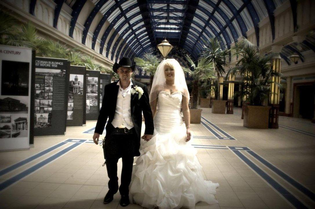 Für seine Braut hat sich Mike etwas ganz Besonderes ausgedacht ... - Bildquelle: Renegade Pictures Ltd