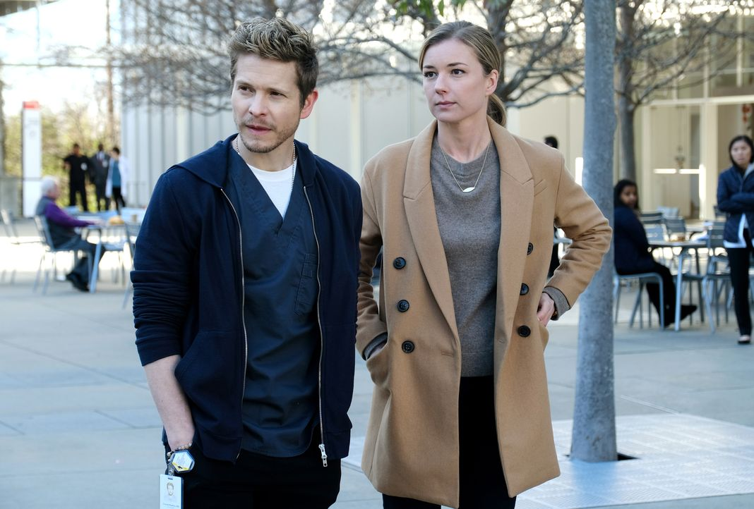 Können Conrad (Matt Czuchry, l.) und Nic (Emily VanCamp. r.) gegen Dr. Hunter vorgehen? - Bildquelle: 2018 Fox and its related entities.  All rights reserved.