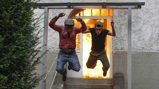 Was passiert, wenn das Silvesterfeuerwerk statt auf der Straße im Wohnzimmer...