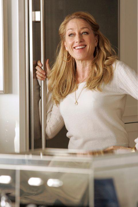 Nicht nur das neue Liebesglück auch die plötzlichen Reichtümer bringen Holly Harper (Patricia Wettig) zum Strahlen ... - Bildquelle: Disney - ABC International Television