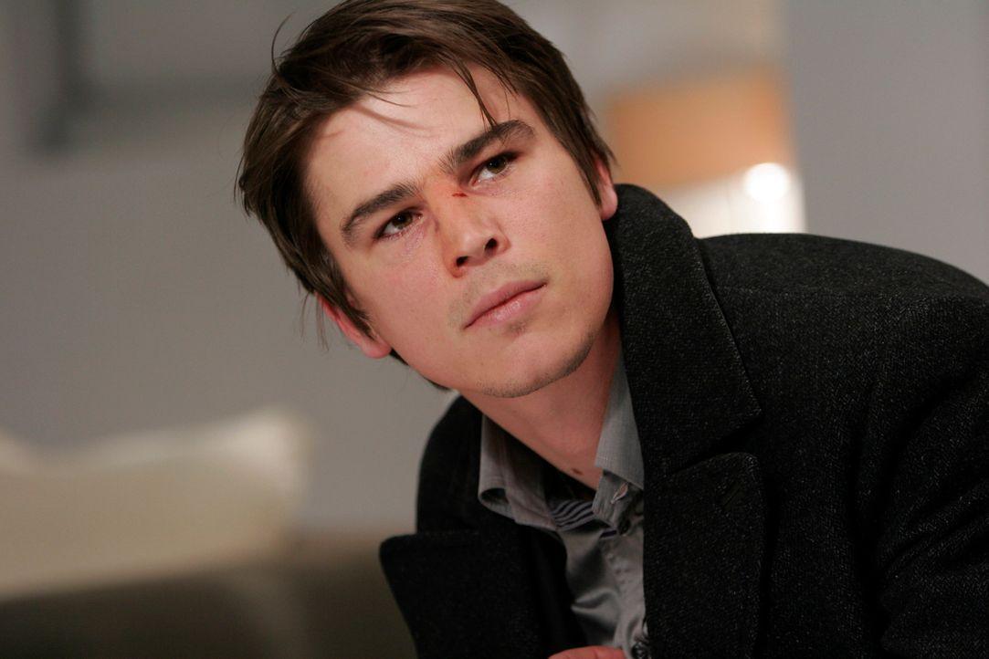 Kaum zieht Slevin (Josh Hartnett) in die Wohnung seines Freundes ein, da gerät er auch noch zwischen zwei psychopathische, blutrünstige Gangsterboss... - Bildquelle: Metro-Goldwyn-Mayer (MGM)
