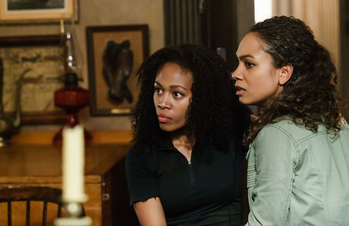 Werden sich Abbie (Nicole Beharie, l.) und Jenny (Lyndie Greenwood, r.) jemals wieder in die Arme schließen können? - Bildquelle: 2015-2016 Fox and its related entities.  All rights reserved.