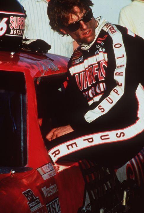 Als Cole (Tom Cruise) wieder aus dem Krankenhaus entlassen wird, scheint seine Karriere als Rennfahrer vorbei zu sein ... - Bildquelle: Paramount Pictures