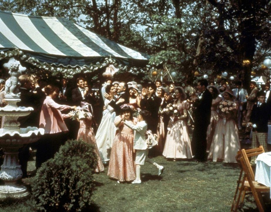 Die Hochzeit von Don Vito Corleones Tochter Connie ist ein außergewöhnliches Gesellschaftsereignis, zu welchem die ganze Familie, zahllose Freunde... - Bildquelle: Paramount Pictures