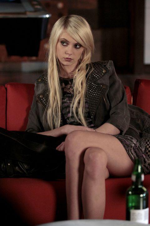 Jenny (Taylor Momsen) begreift langsam, dass sie bei Nate wirklich keine Chance hat ... - Bildquelle: Warner Bros. Television