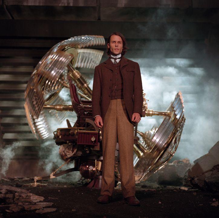 Der junge Wissenschaftler Alexander Hartdegen (Guy Pearce) will eine Zeitmaschine bauen, um seine schreckliche Vergangenheit zu ändern. Aber ein Tes... - Bildquelle: Warner Bros. Pictures