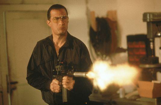 Zum Töten freigegeben - Ex-Spezialagent Hatcher (Steven Seagal) zieht in sein...
