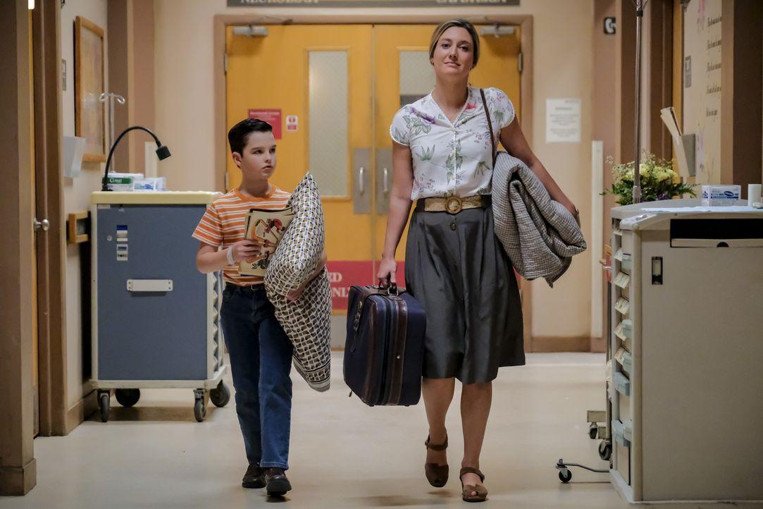 Sheldon (Iain Armitage, l.); Mary (Zoe Perry, r.) - Bildquelle: Darren Michaels 2018 WBEI. All rights reserved./Darren Michaels