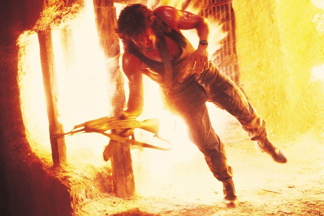 Kein Opfer ist John Rambo (Sylvester Stallone) für die Rettung von Colonel Trautman zu groß ... - Bildquelle: 1988 STUDIOCANAL. All Rights Reserved.