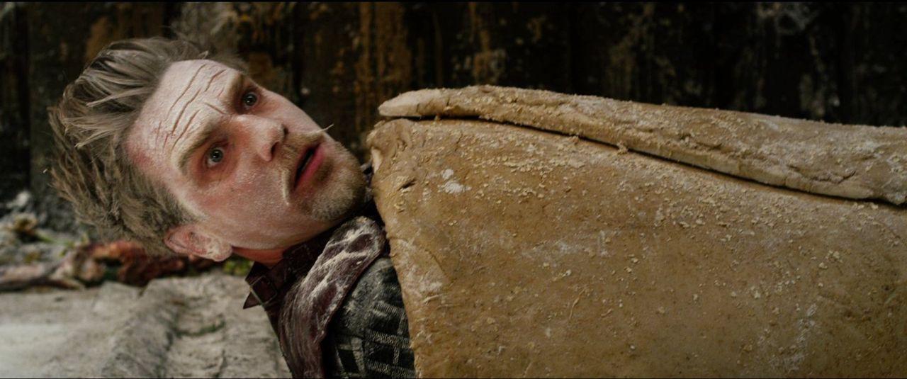 Jetzt wird's brenzlig! Elmont (Ewan McGregor) steht kurz davor, als Würstchen im Schlafrock zu enden ... - Bildquelle: Warner Brothers