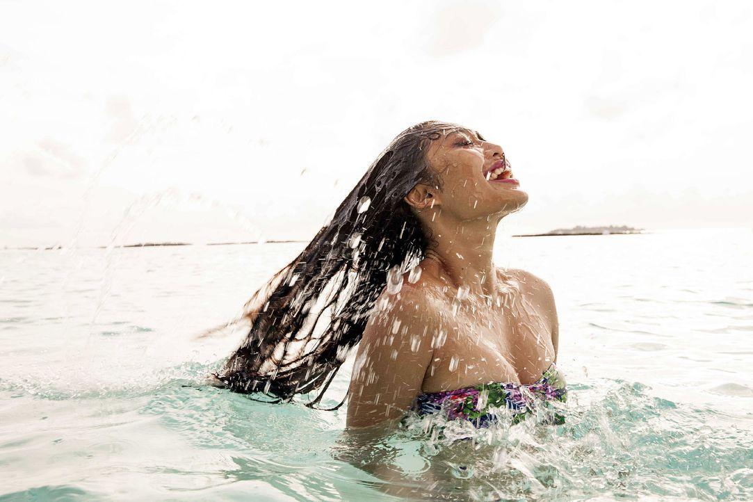 GNTM-Stf10-Epi13-Bikini-Shooting-Malediven-140-Anuthida-ProSieben-Boris-Breuer - Bildquelle: ProSieben/Boris Breuer