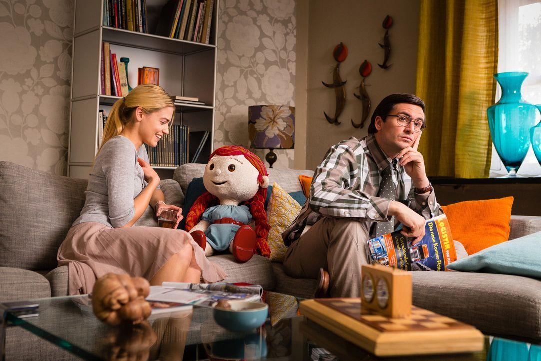 Kaum zieht Bella bei den beiden Verlobten ein, da eskaliert auch schon die Situation wegen der exzentrischen Puppe. Während Jana (Laura Berlin, l.)... - Bildquelle: Arvid Uhlig SAT.1