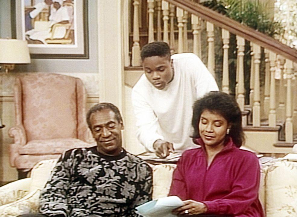 Verzweifelt versucht Theo (Malcolm-Jamal Warner, M.), Cliff (Bill Cosby, l.) und Clair (Phylicia Rashad, r.) zu erklären, warum er den Scheck für... - Bildquelle: Viacom