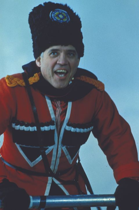 Captain Harris (G. W. Bailey) fühlt sich Moskau durchaus wohl ... - Bildquelle: Warner Bros.