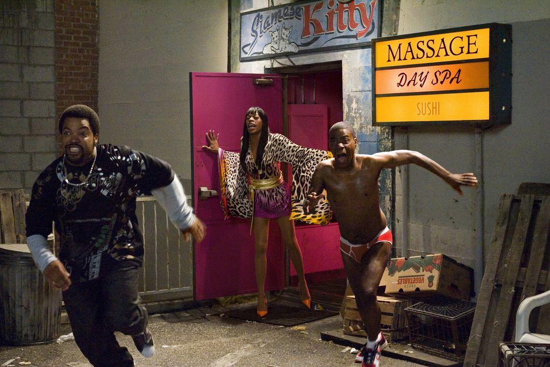 In einem zwielichtigen Club wollen sich LeeJohn (Tracy Morgan, r.) und Durell (Ice Cube, l.) einen Kredit von einem Typen namens Mordecai holen, dam... - Bildquelle: 2007 Screen Gems, Inc. All Rights Reserved.