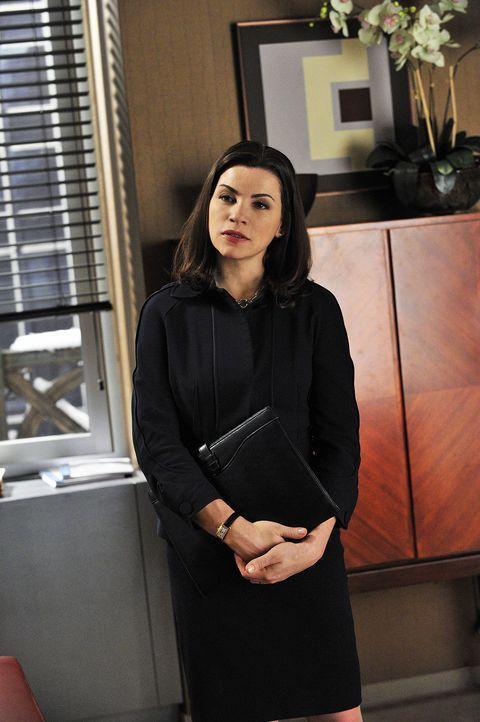 Alicia Florrick (Julianna Margulies) übernimmt die Verteidigung von Kalinda, die ins Visier der Staatsanwaltschaft geraten ist. - Bildquelle: CBS   2011 CBS Broadcasting Inc. All Rights Reserved.