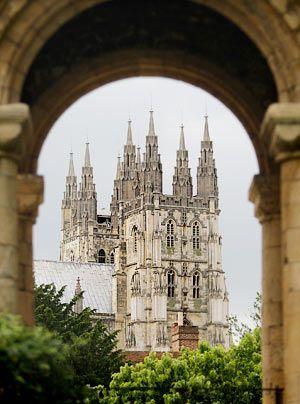 Die Kathedrale von Canterbury ist mit einem der berühmtesten Morde der Geschichte verbunden: Am 29. Dezember 1170 erschlugen vier Ritter des englis... - Bildquelle: AFP