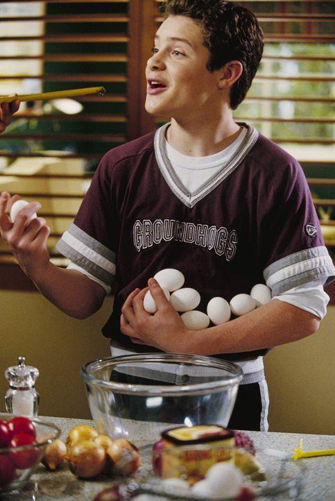 Zwischen seiner Leidenschaft fürs Kochen und für den Baseball hin- und hergerissen: Eddie Ogden (Taylor Ball) ... - Bildquelle: The Disney Channel