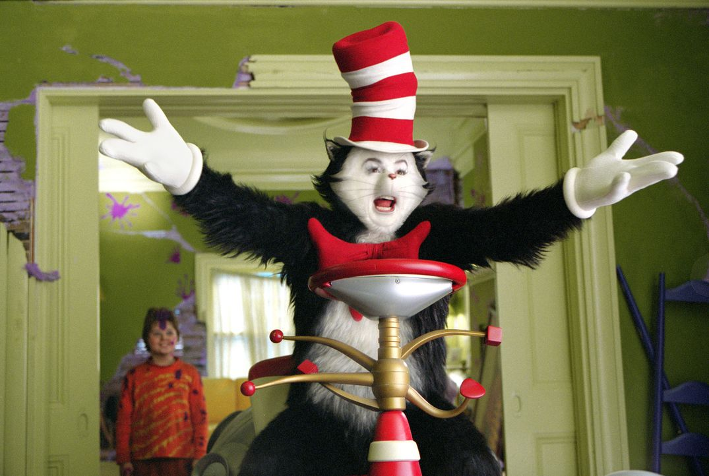 Zunächst unterhält der Kater mit Hut (Mike Myers, M.) die Geschwister noch harmlos mit Gesangs- und Tanzeinlagen, um schließlich zunehmend außer... - Bildquelle: TM &   2003 DreamWorks LLC. All Rights Reserved.
